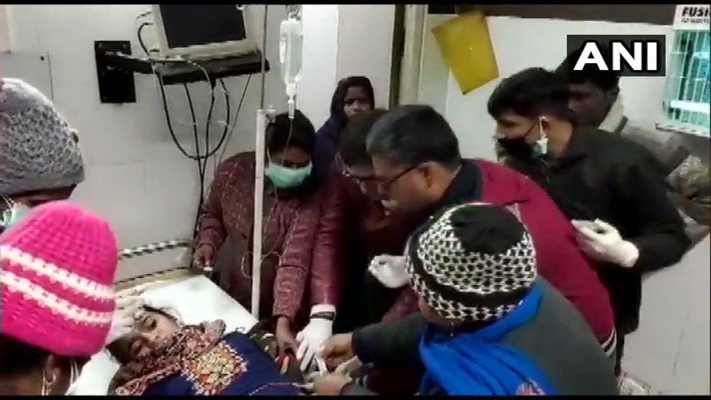 कन्नौज जिला में बस हादसा: ट्रक से टक्कर के बाद बस में लगी भीषण आग, कई के मरने की आशंका, 21 घायल