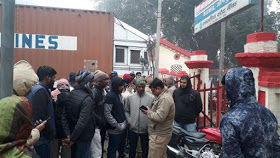 भाजपा नेता के घर हिन्दू युवा वाहिनी के कार्यकर्ता की गोली मारकर हत्या