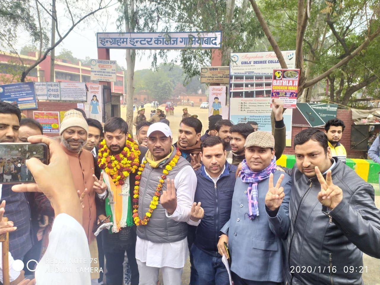 यूपी में उप चुनाव में कांग्रेस को मिली तीस साल बाद जीत, बीजेपी हार गई