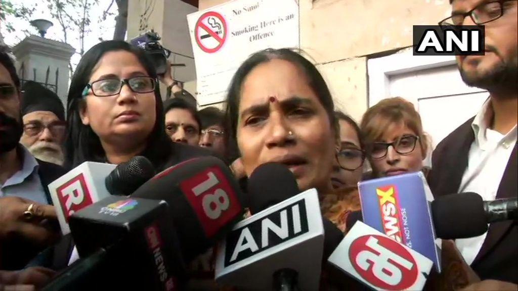 केजरीवाल के सामने चुनाव लड़ने पर निर्भया की मां ने दिया बड़ा बयान, कहा- राजनीति....