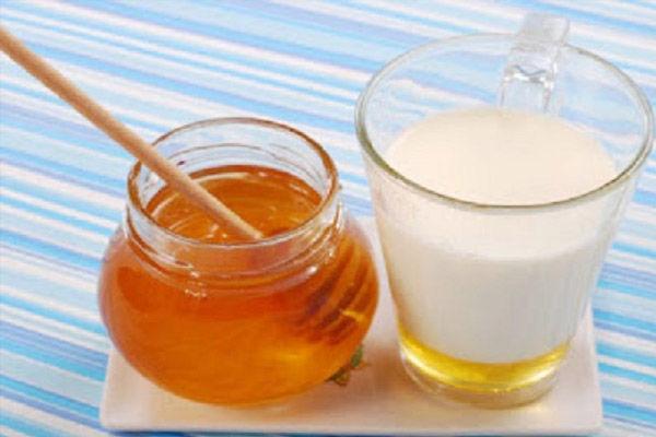 गर्म दूध में शहद मिलाकर पीने से होते हैं जबरदस्त फायदें!