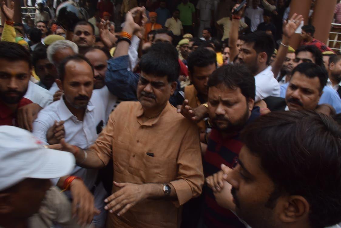 सपा विधायक की हत्या में जेल में बंद भाजपा के पूर्व विधायक उदयभान करवरिया क़ी पेरोल हुई मंजूर