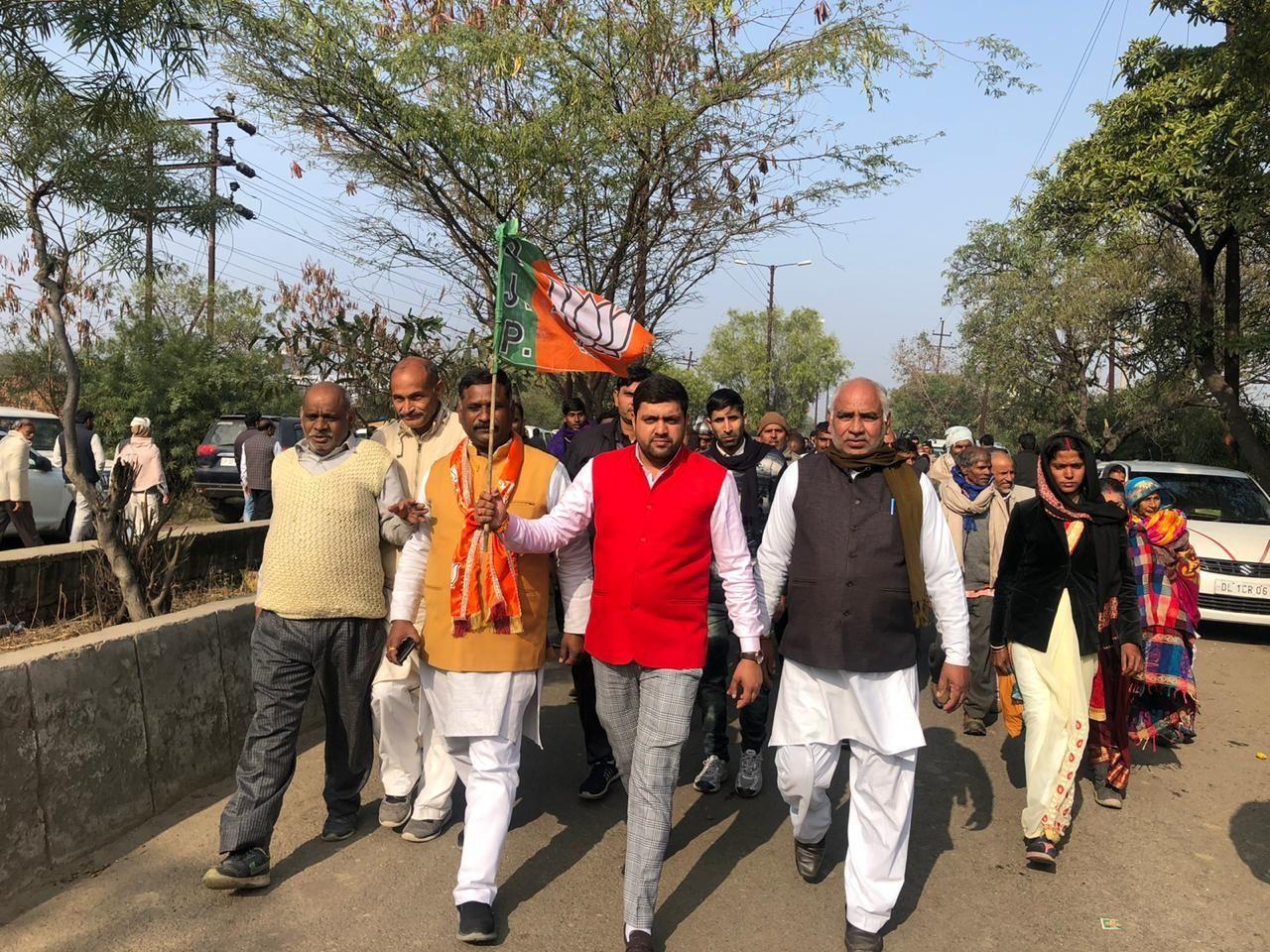लोनी के युवा भाजपा नेता राहुल बैंसला ने समर्थकों सहित मेरठ सभा में की शिरकत