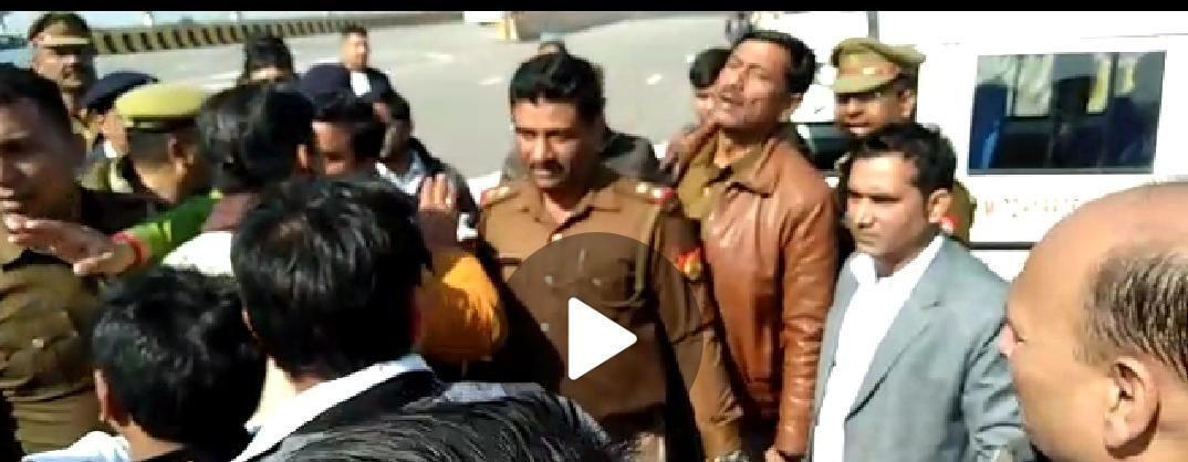 बीजेपी अध्यक्ष के स्वागत में महिला पुलिस कर्मी और मिडिया कर्मियों से भिड़े बीजेपी कार्यकर्ता, बोले ये यादव सरकार नहीं है!