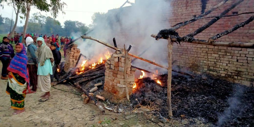 यूपी के बाराबंकी में दलितों का घर जला, दूल्हा समेत पांच को जेल