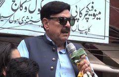 पाकिस्तान के मंत्री का अजीबोगरीब बयान, नवंबर-दिसंबर में लोग ज्यादा खाते हैं रोटियां, तभी हुआ आटा इतना महंगा