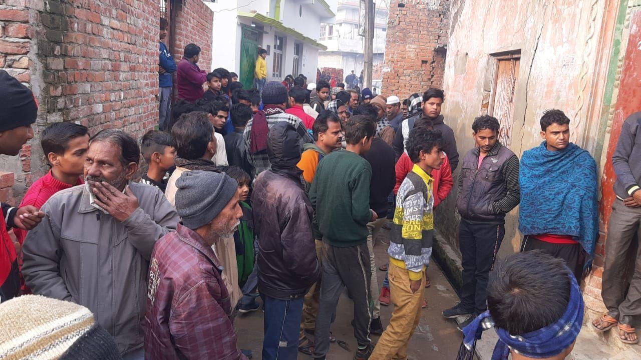 लखीमपुर खीरी में विक्षिप्त व्यक्ति ने परिवार पर किया कुल्हाड़ी से हमला, भाई बीबी की मौके पर मौत, माँ बाप घायल