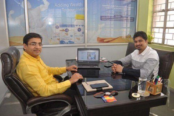 इन दो लडकों ने नौकरी छोड़कर 10 लाख रूपये से शुरू किया व्यापार, कमा रहे है अब करोड़ों रूपये!