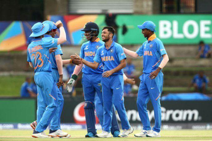 LIVE INDvsPAK : भारतीय गेंदबाजों की गेंद नही झेल पाई पाकिस्तान इस तरह हुई आलआउट, कुछ देर में भारतीय बल्लेबाजी