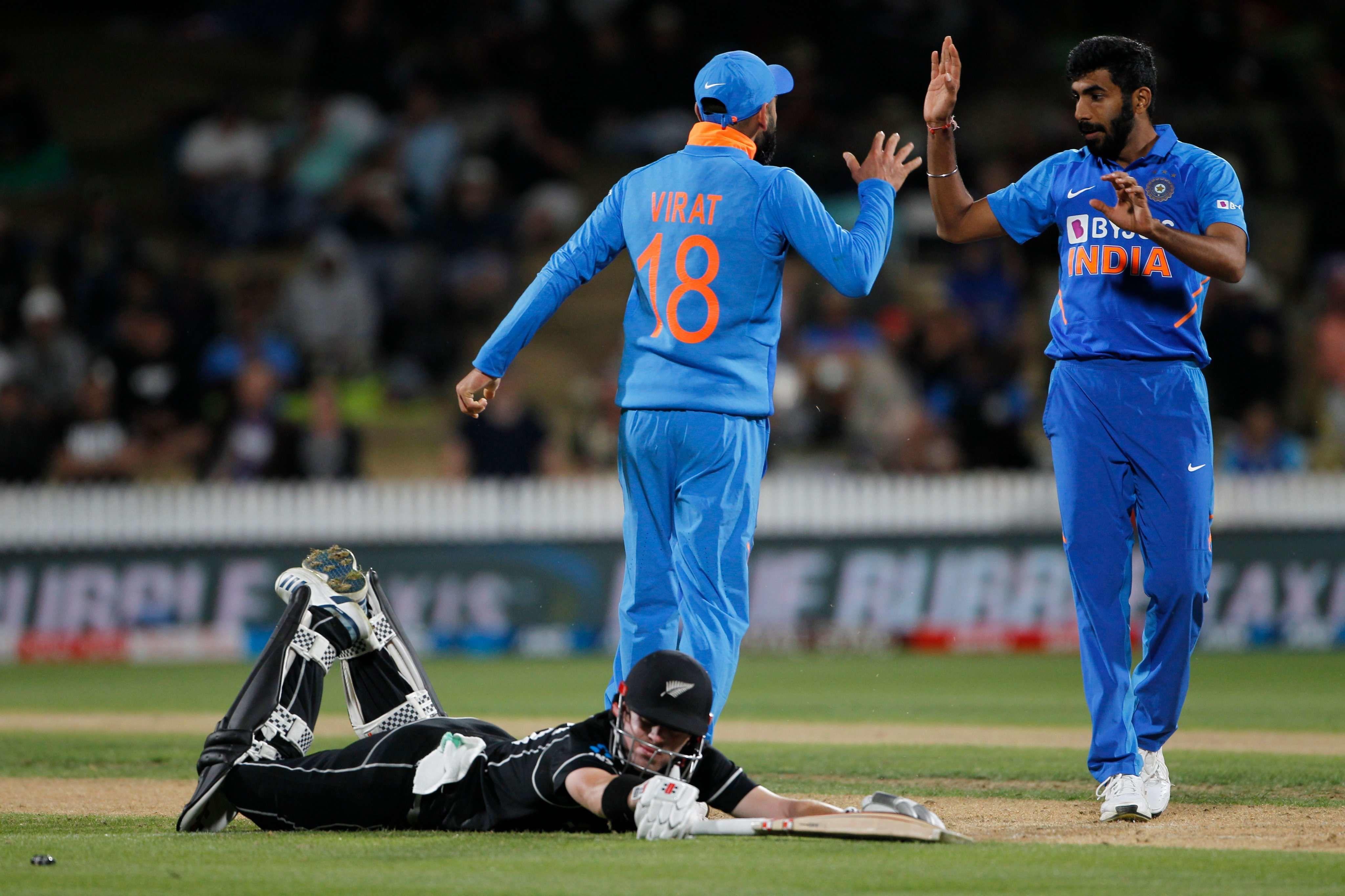 INDvsNZ Live Score : भारत ने 348 रनों का दिया लक्ष्य, विराट कोहली ने निकोल्स को किया रनआउट, भारत को तीसरी सफलता