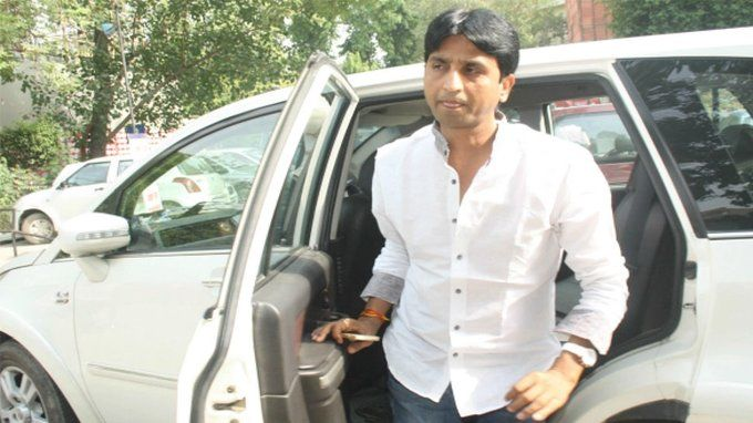 कुमार विश्वास की चोरी हो गई फॉर्च्यूनर कार, कुमार बोले चिल मारो यार लेकिन आज बन जाएगा दिल्ली का सीएम यार!