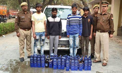 4 शराब तस्करो को पुलिस ने किया गिरफ्तार, जाइलो गाङी समेत 42 पेटी अग्रेजी शराब बरामद