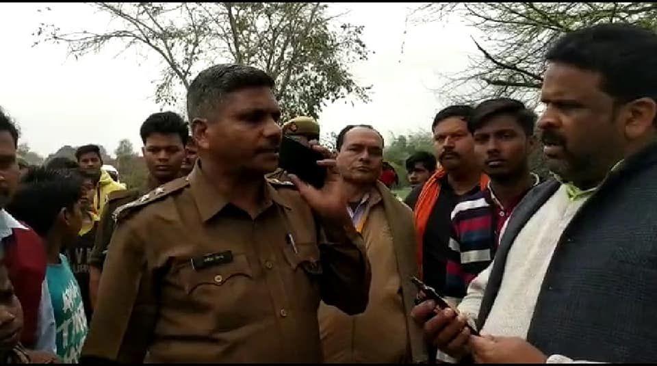 प्रतापगढ़: ग्राम प्रधान की भतीजे का हुआ अपहरण, ग्रामीण कर रहे हंगामा