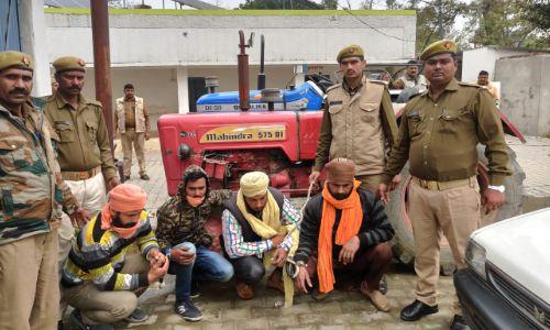 बिजनौर: पुलिस ने दो ट्रैक्टर के साथ शातिर 4 चोरों को किया गिरफ्तार