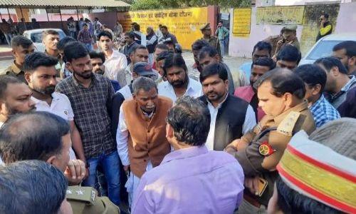 यूपी में कर्जा वसूलने गई टीम के सामने किसान ने खा लिया जहर, मौत के बाद बीजेपी सांसद ने दिया बेतुका बयान