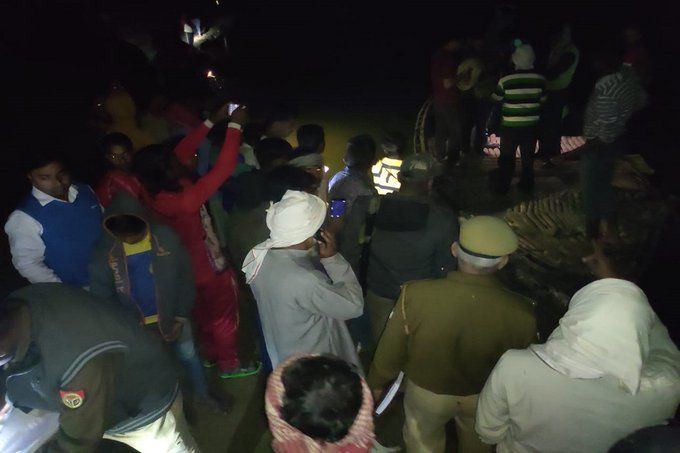 यूपी में गंगा नदी में मजदूरों से भरी नाव पलटी, छह से अधिक लापता