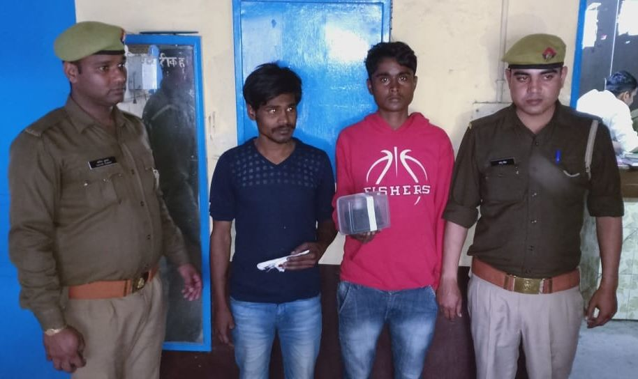 दो शातिर मोबाइल स्नैचर व वाहन चोरों को पुलिस ने किया गिरफ्तार,कब्जे से एक स्कूटी, एक फोन आदि बरामद