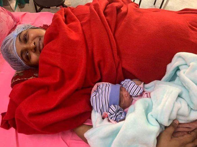 आईएएस ने सरकारी अस्पताल में दिया बच्चे को, शेयर तो बनता है ताकि लोग जाने!