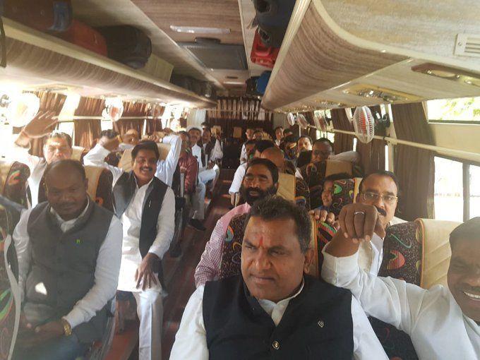 मध्य प्रदेश अपडेट: कुछ देर में कांग्रेस  विधायक पहुंचेंगे एयरपोर्ट, 88 कांग्रेस और 4 निर्दलीय विधायक जाएंगे जयपुर