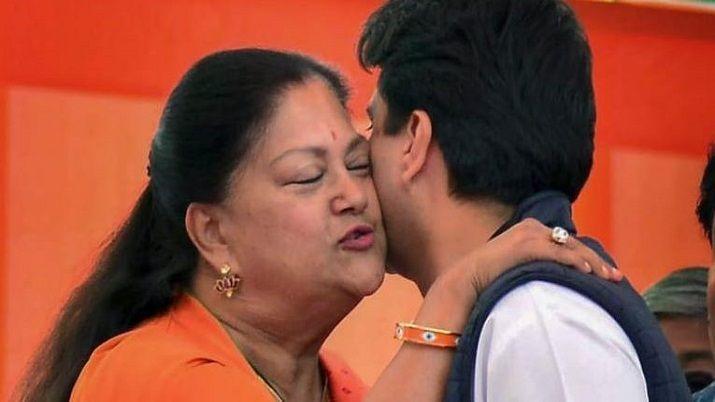 ज्योतिरादित्य के BJP में शामिल होने पर वसुंधरा राजे का बड़ा बयान, कहा- अगर राजमाता होतीं तो...