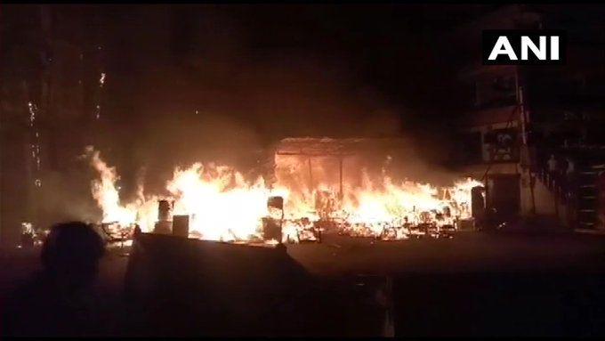 दिल्ली: शाहीन बाग इलाके में लगी आग