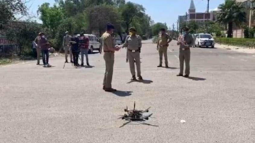 नोएडा:ड्रोन कैमरे से पुलिस रखेगी लॉक डाउन तोड़ने वालों पर नजर