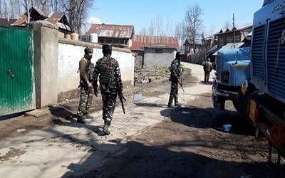 जम्मू-कश्मीर : कुलगाम में मुठभेड़ में तीन आतंकियों का काम तमाम, ऑपरेशन जारी