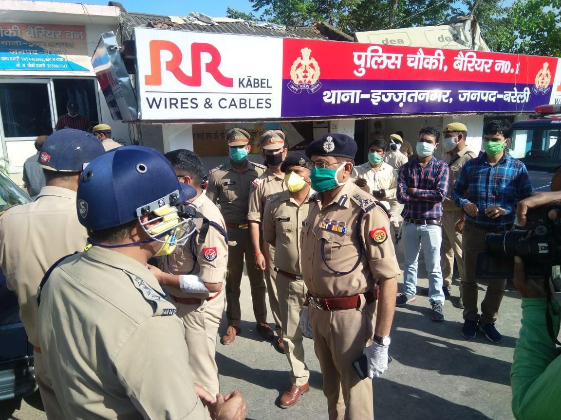 बरेली : तब्लीगी जमातियों को पकड़ने पहुंची पुलिस पर हमला, भीड़ ने चौकी फूंकने का किया प्रयास, IPS अफसर घायल