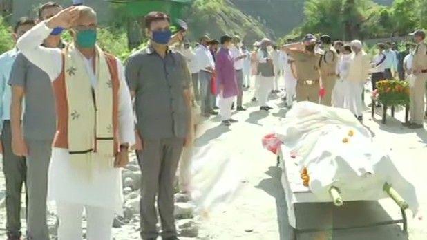 ऋषिकेश में गंगा तट पर हुआ सीएम योगी के पिता का अंतिम संस्कार, मौजूद रहे मुख्यमंत्री त्रिवेंद्र रावत