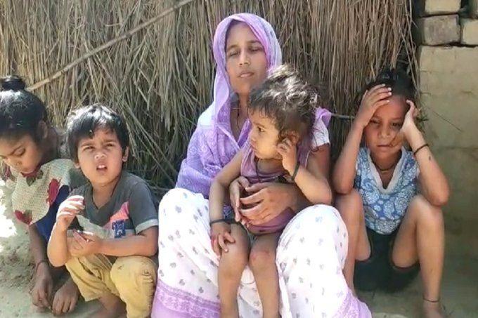 लॉकडाउन में फंसे यूपी के मजदूर की दिल्ली में मौत, गोरखपुर में 1 साल के बेटे ने पुतले का किया दाह संस्कार