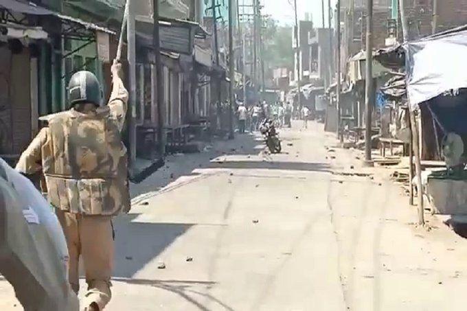 अलीगढ़ लॉक डाउन में मार्केट बंद करने पर भड़के लोग