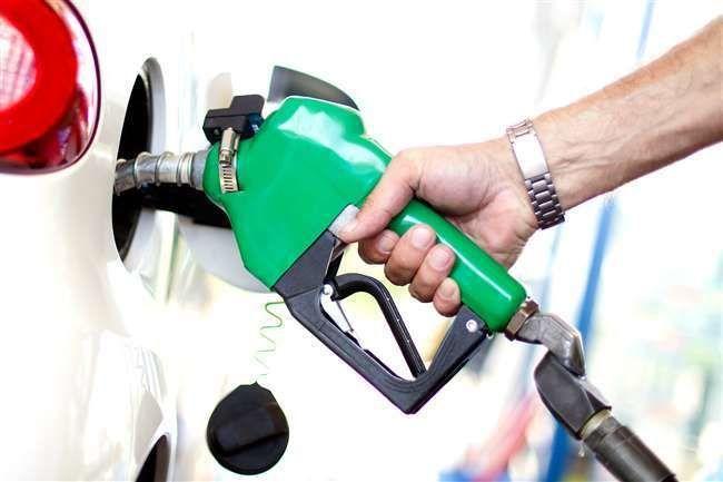 पाकिस्तान में पेट्रोल 15 रुपये और डीजल 27 रुपये प्रति लीटर हुआ सस्ता, जानिए भारत में क्या हैं रेट