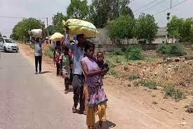 लॉकडाउन: दिल्ली से 570 किलोमीटर दूर फतेहपुर पैदल लौट रहे परिवार को ट्रैक्टर ट्रॉली ने कुचला, 3 की मौत