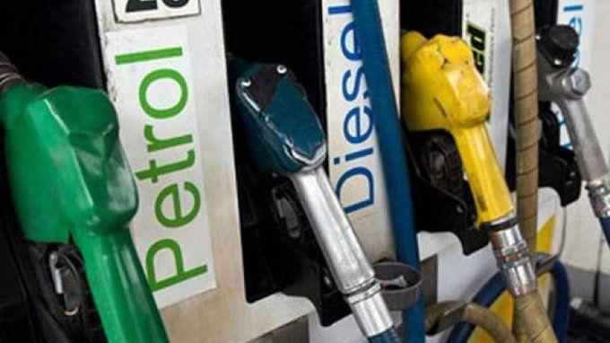केंद्र सरकार ने पेट्रोल पर 10 रुपये, डीजल पर 13 रुपये एक्साइज ड्यूटी और रोड सेस बढ़ाया