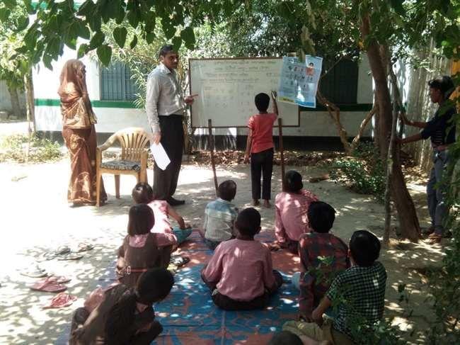 अलीगढ़ में लॉकडाउन की उड़ी धज्जियां, बीईओ ने खुलवा दिए सभी सरकारी स्कूल