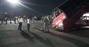 #VandeBharatMission: एयर इंडिया एक्सप्रेस की एक उड़ान 182 भारतीयों को लेकर शारजाह से लखनऊ पहुंची