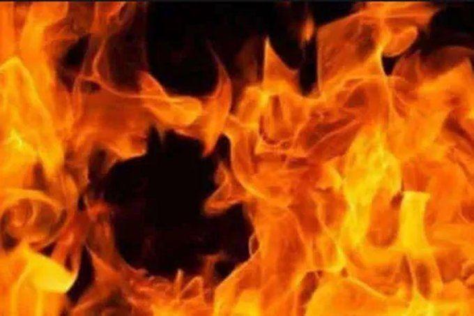 आगरा में बम की तरह फटा AC, घर में लग गई आग, खिड़की काटकर पुलिस ने निकाली पति-पत्नी की लाश
