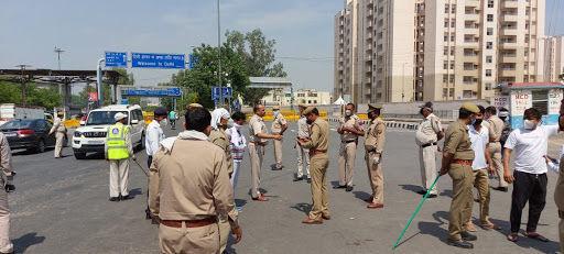 प्रवासी मजदूरों के बोर्डर पार करने को लेकर दिल्ली और यूपी थाना प्रभारियों ने की बात