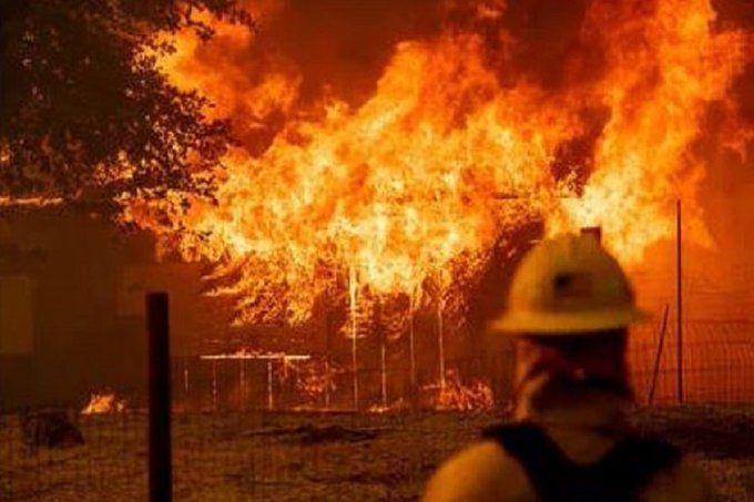 नोएडा: JBM ग्लोबल स्कूल में लगी भयंकर आग, लाइब्रेरी और क्लासरूम खाक