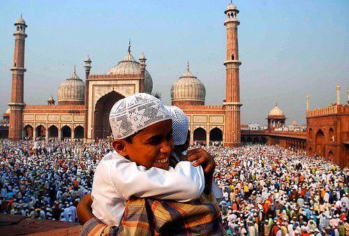 Eid-ul-Fitr 2020: चांद का दीदार हुआ, देशभर में कल मनाई जाएगी ईद-उल-फित्र