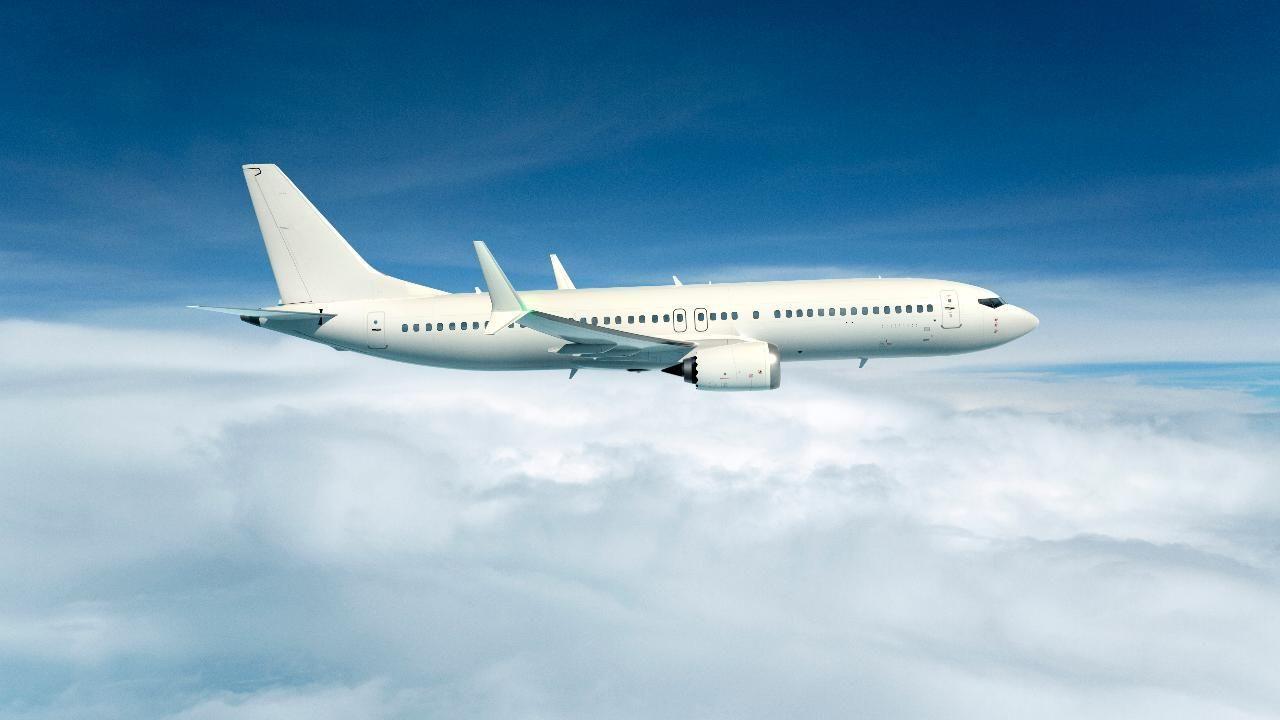 दिल्ली से हवाई जहाज़ से कानपुर आई युवती ने उड़ाए 96 लोगों के होश, ये है वजह