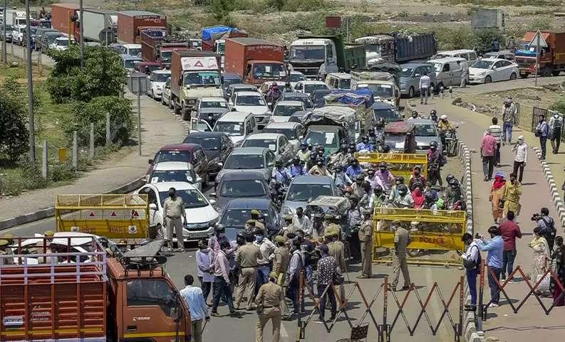 Corona : गुड़गांव, नोएडा, गाजियाबाद और फरीदाबाद... दिल्ली से क्यों डर रहे सारे