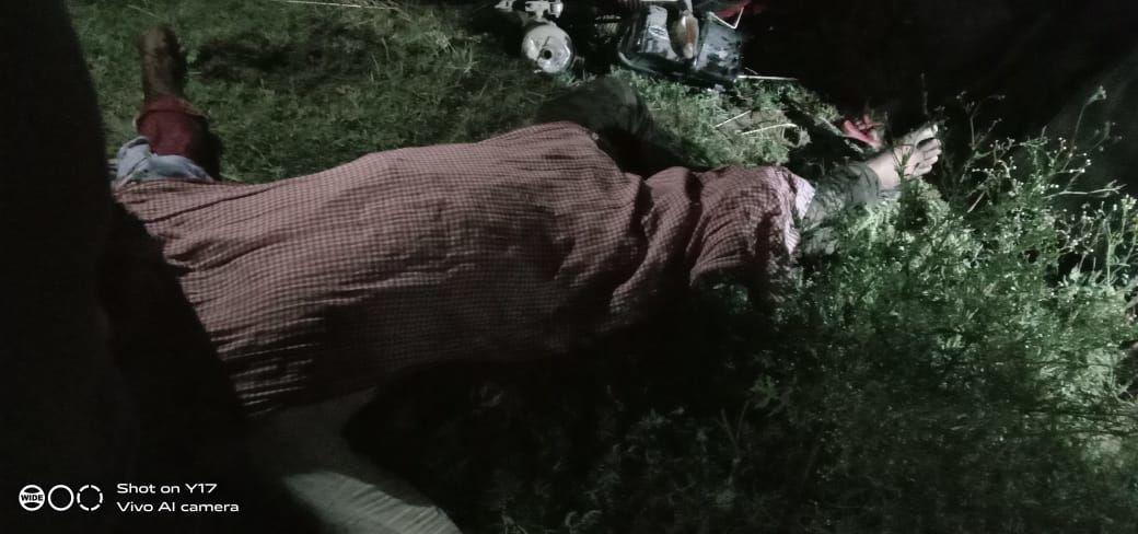 जौनपुर में युवक को गोलियों से भूना, पुलिस अँधेरे में चला रही तीर