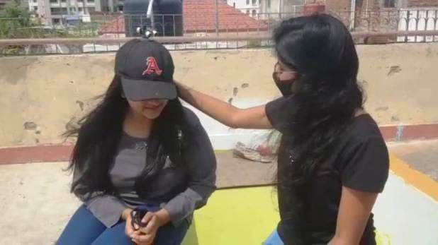 बिहार की दो बहनों का कमाल, बनाई ऐसी टोपी जो बचा सकती है Coronavirus से