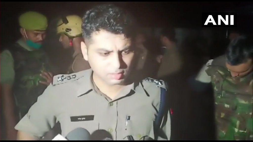 यूपी के कानपुर में हिस्ट्रीशीटर विकास दुवे को गिरफ्तार करने गई पुलिस पर बदमाशों ने की फायरिंग, आठ पुलिस कर्मी शहीद