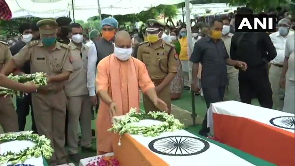 कानपुर में सीएम योगी का ऐलान, शहीद पुलिसकर्मियों के परिजनों को एक-एक करोड़ रु. पेंशन और सरकार नौकरी