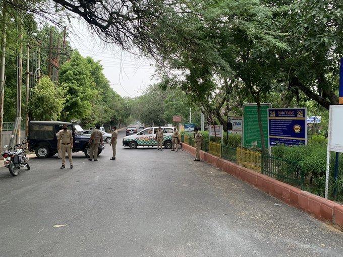 कानपुर कांड: टीवी स्टूडियो में LIVE सरेंडर करेगा विकास दुबे? ड्रामे को रोकने के लिए फिल्म सिटी में भारी पुलिस मुस्तैद