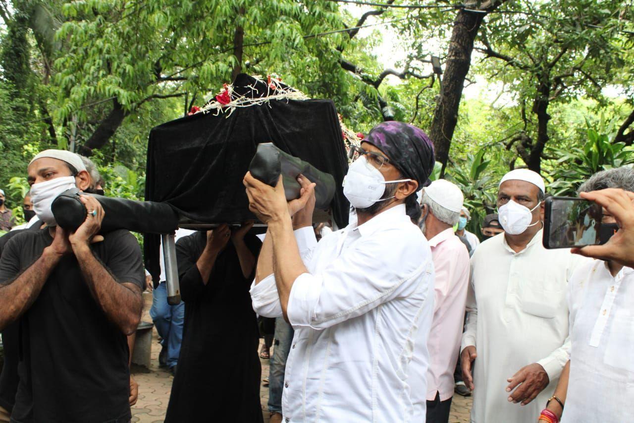 सुपुर्द-ए-खाक हुए बॉलीवुड के मशहूर कॉमेडियन जगदीप, देखें तस्वीरें और Video