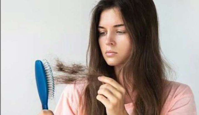 जानिए हर दिन कितने बाल टूटना है नॉर्मल, साथ ही सप्ताह में कब और कितनी बार धोने चाहिए बाल