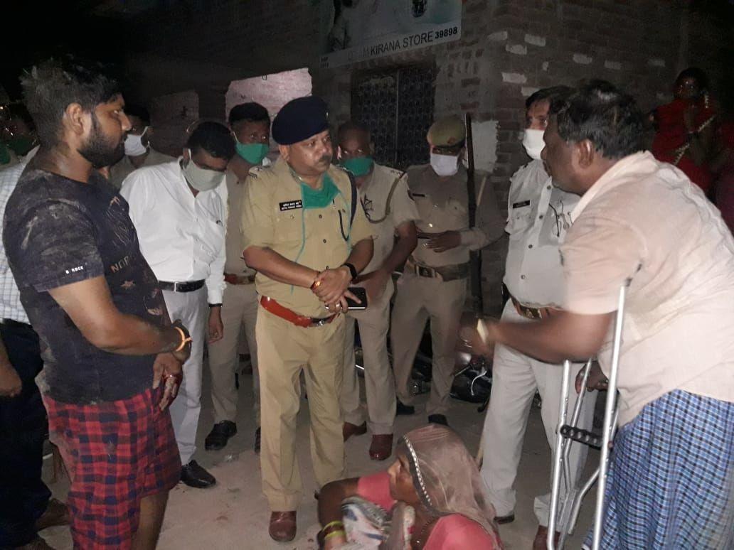 कासगंज एसपी ने सोरों की घटना पर कोतवाल समेत दो दरोगा किये लाइन हाजिर, जिले में पांच थाना प्रभारी भी बदले